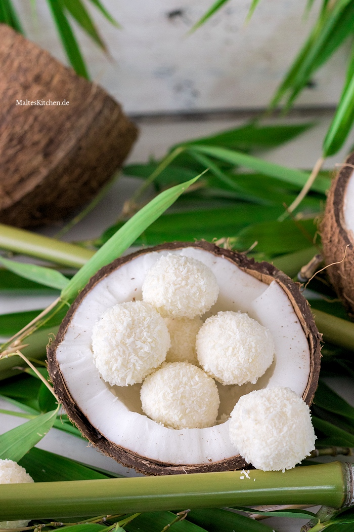 Eisbällchen mit Kokosflocken