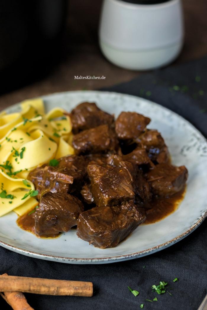 Leckeres Gulasch aus Rindfleisch