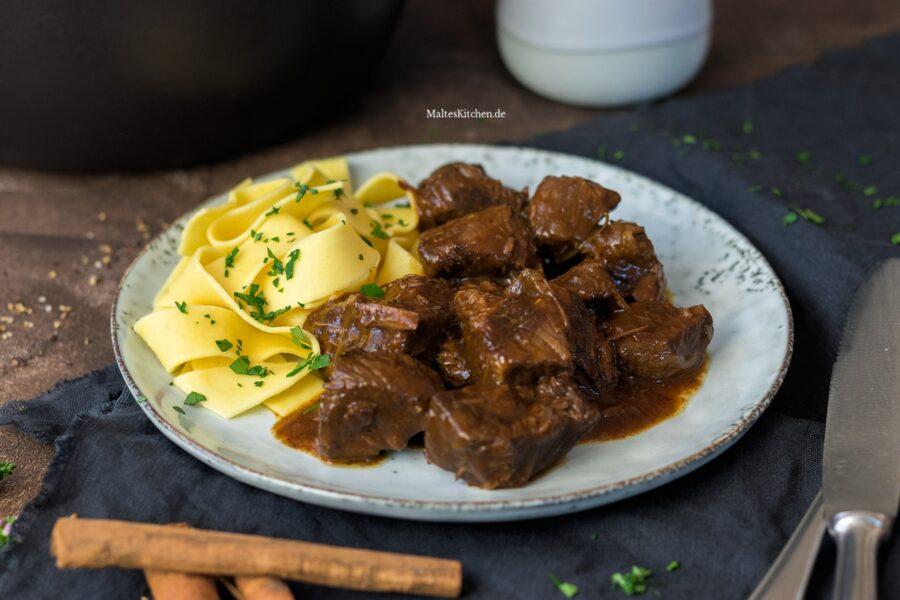 Rezept für butterzartes Rindfleischgulasch mit Tagliatelle
