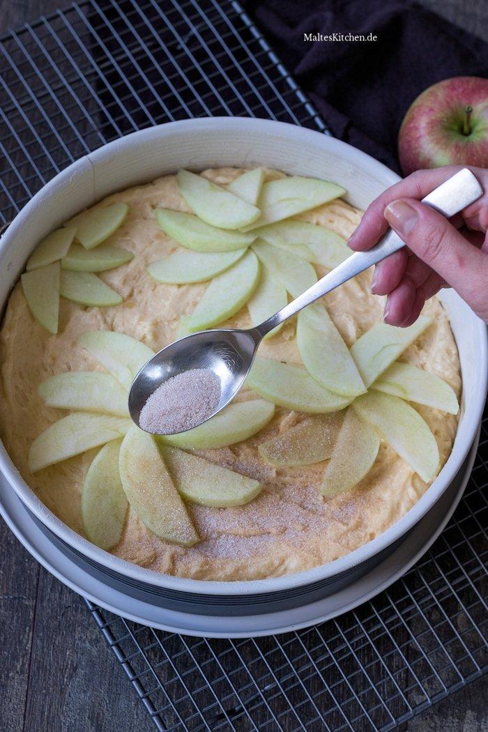 Apfelkuchen mit Zimt und Marzipan