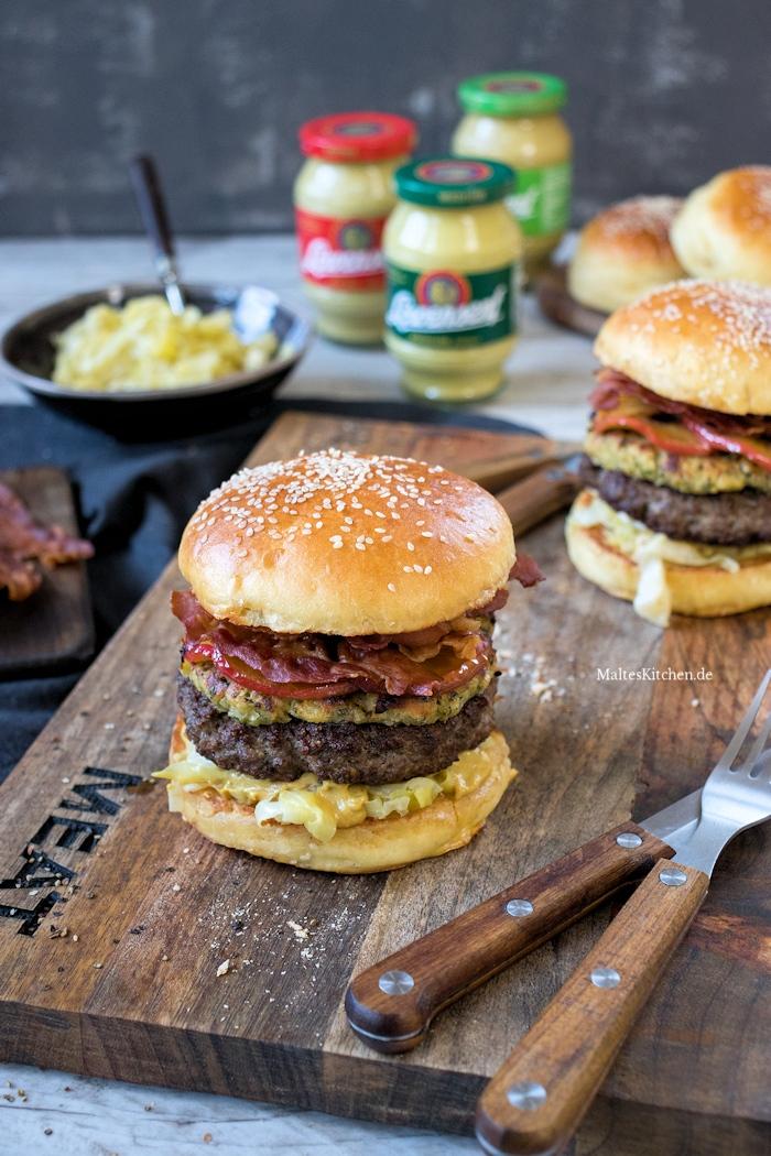Super leckerer Burger mit Zwiebel-Senf-Kruste und karamellisierten Äpfeln