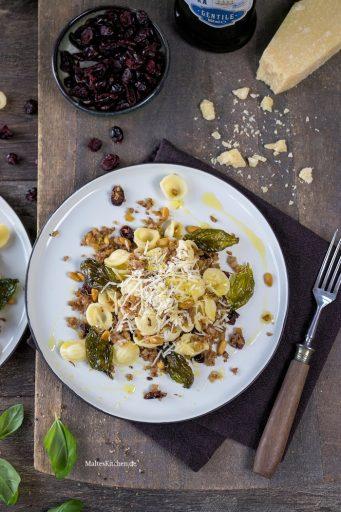 Leckere Orecchiette mit Blumenkohl und Parmesan