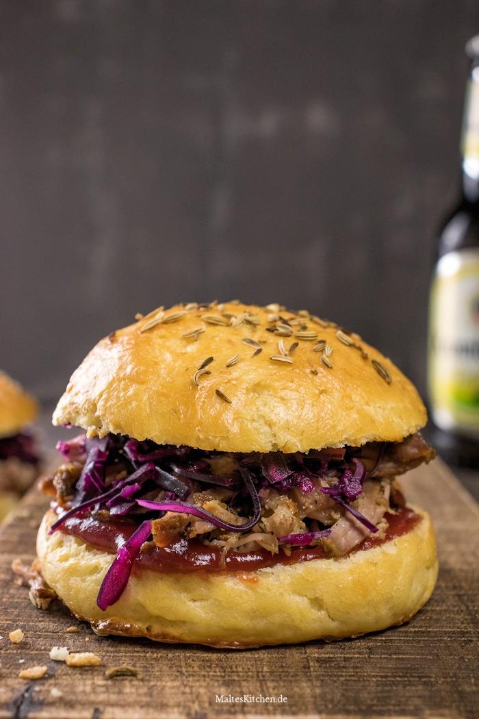 Leckerer Pulled Pork Burger mit selbstgemachtem Cranberry-Ketchup