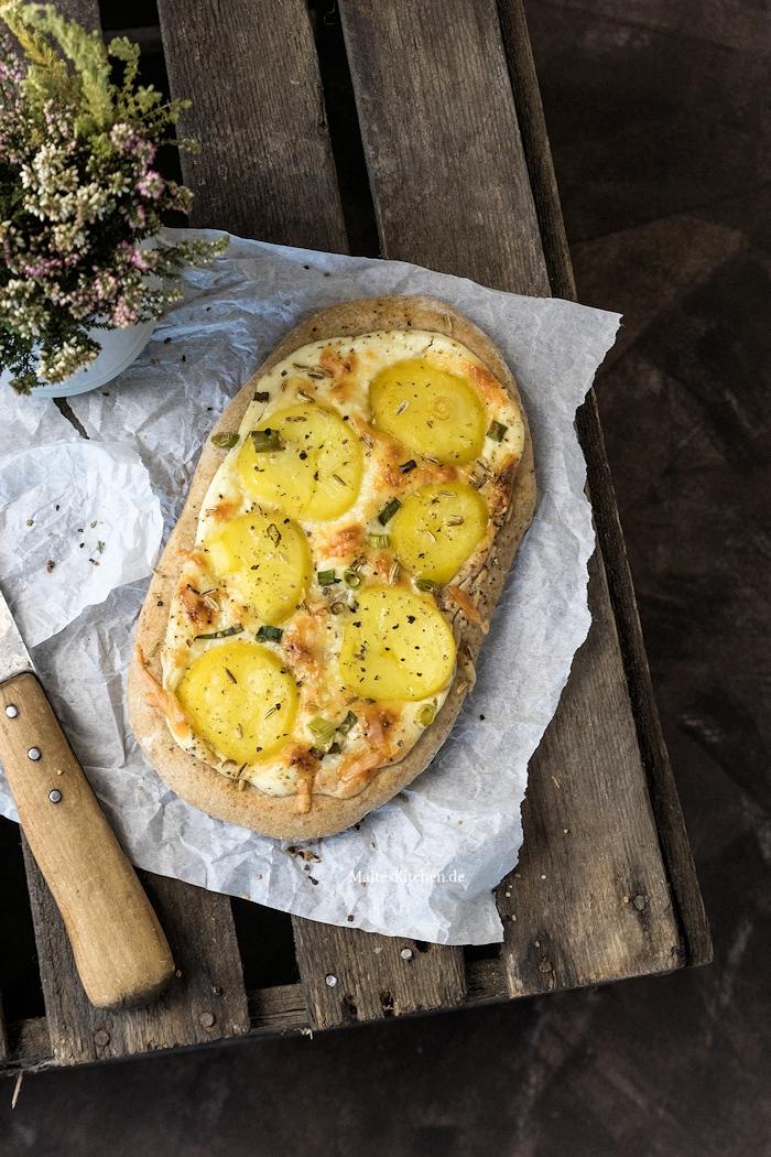 Fladen mit Kartoffeln und Frühlingszwiebeln