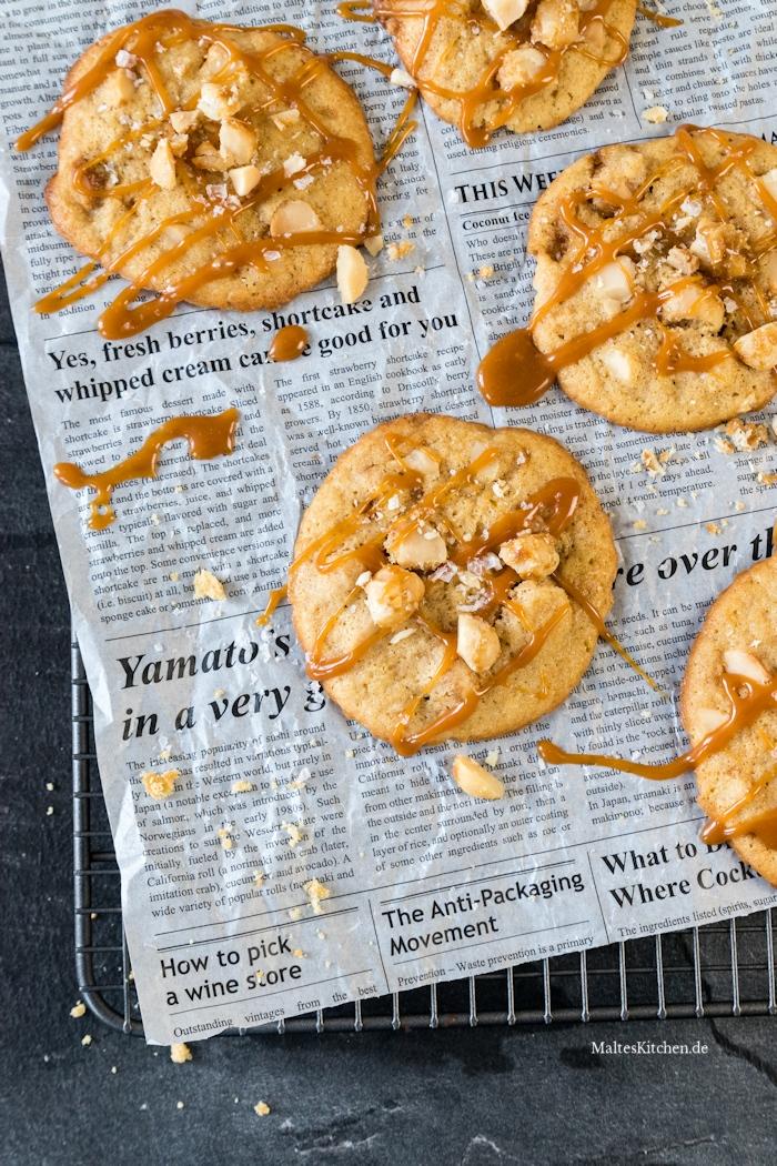 Leckerste Macadamia-Cookies mit Karamell und Meersalz
