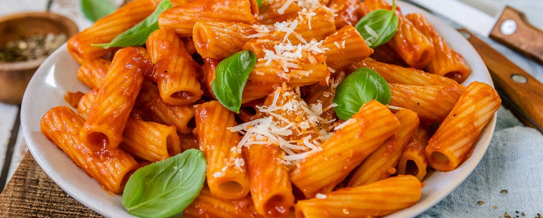 Rezept für Rigatoni mit selbstgemachter Tomatensauce