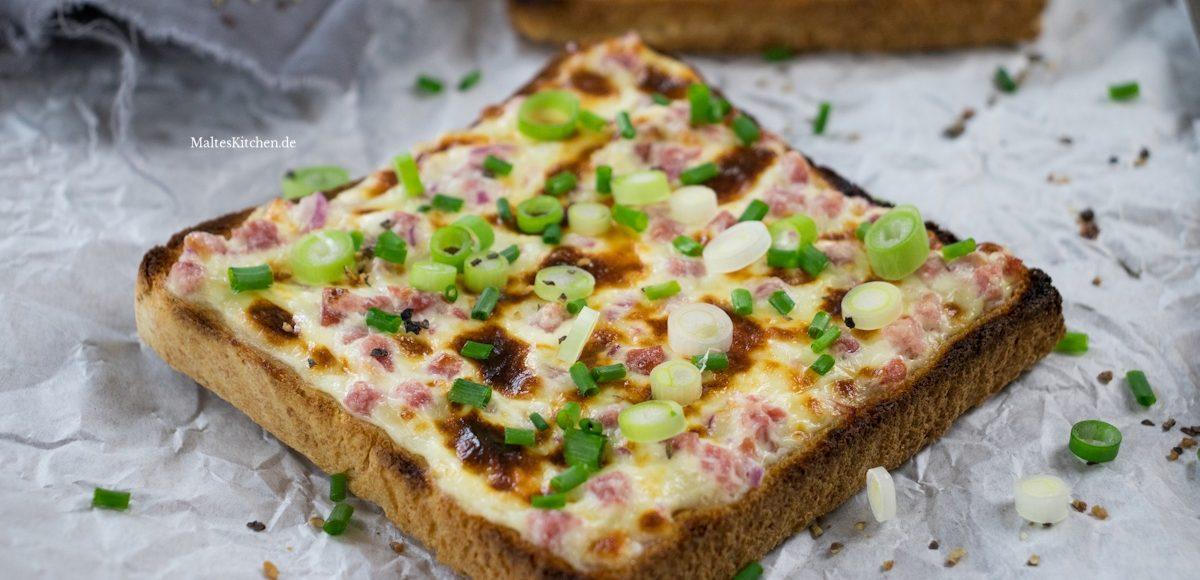 Rezepüt für einen schnellen Flammkuchen-Toast mit Schinken und Schnittlauch