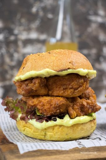 Unglaublich leckerer Fried Chicken Burger mit Curry-Mayonnaise