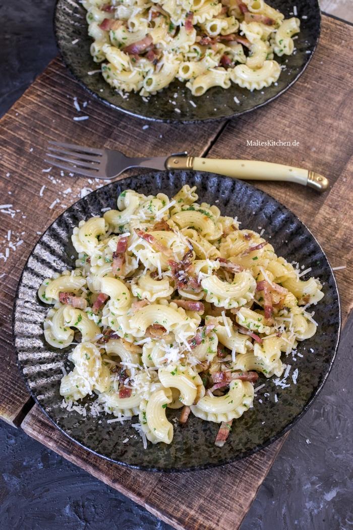 Schnell Pasta Variante mit Speck und Zwiebeln
