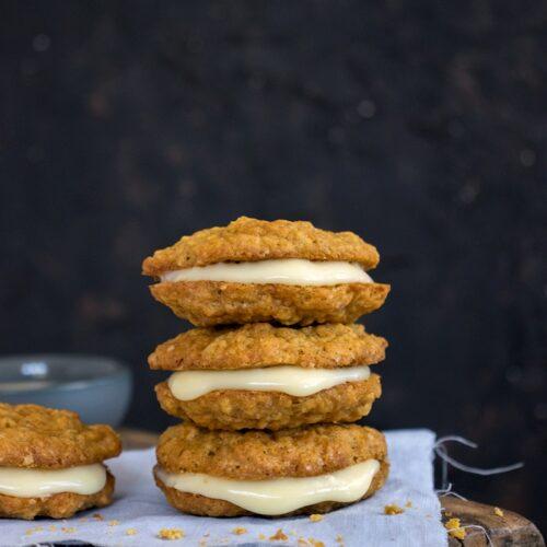 Leckere Haferflocken-Möhren-Cookies mit Eierlikör-Creme