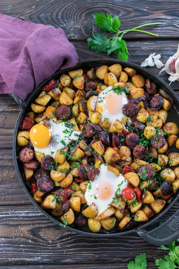 Leckere Frühstückspfanne vom Grill mit Chorizo