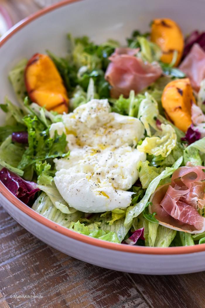 Gemischter Blattsalat mit Mozzarella