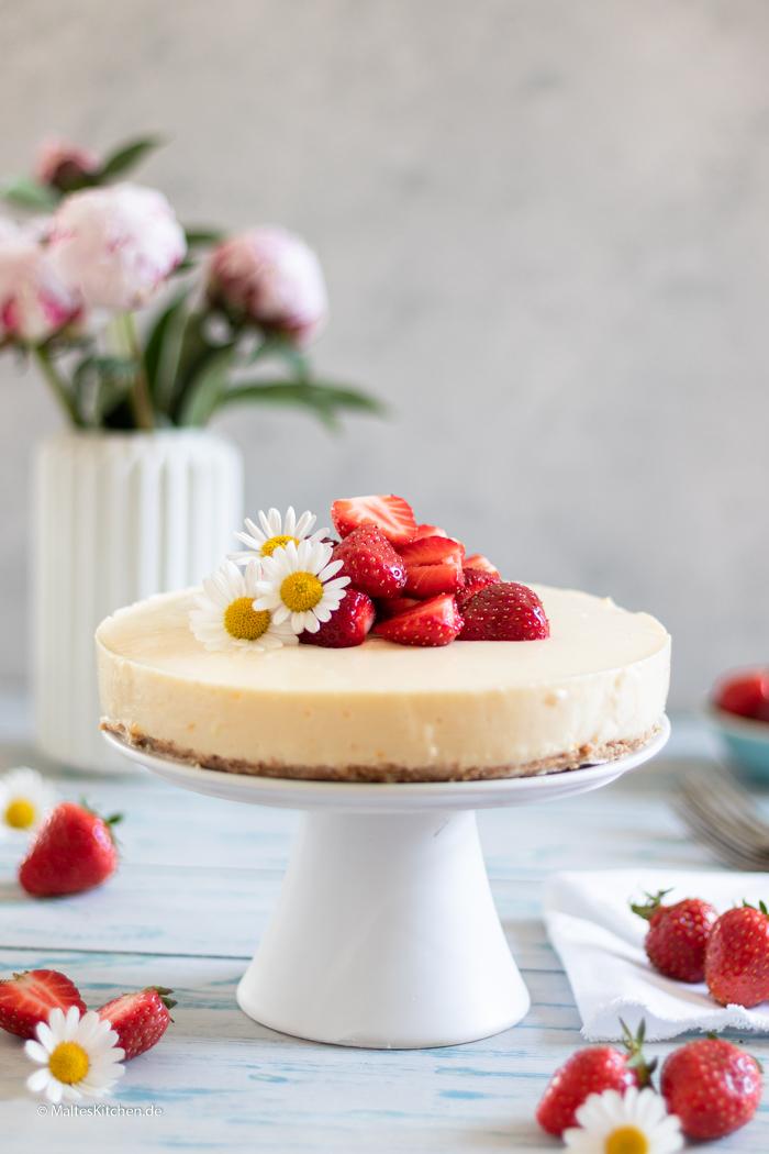 Leckerer Kuchen mit Frischkäse und Erdbeeren