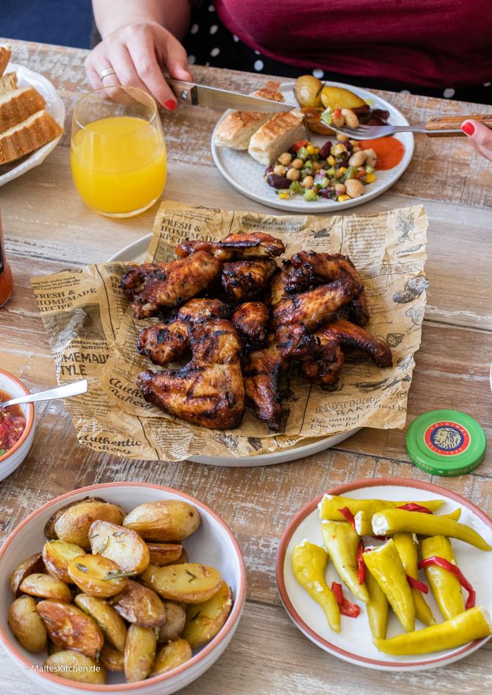 Grillen mit leckeren Saucen und tollem Essen