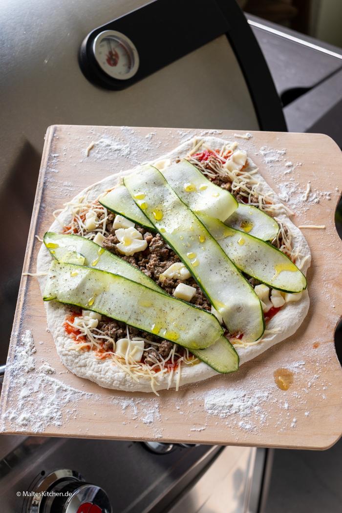 Die Pizza kommt gleich auf den LANDMANN Miton 3.1 PTS Gasgrill