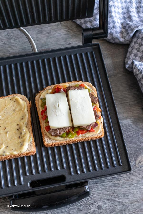 Der Toast auf dem Kontaktgrill