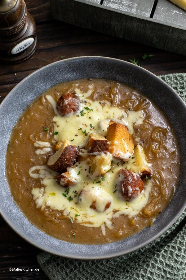 Deftig und lecker - Zwiebelsuppe mit Käse
