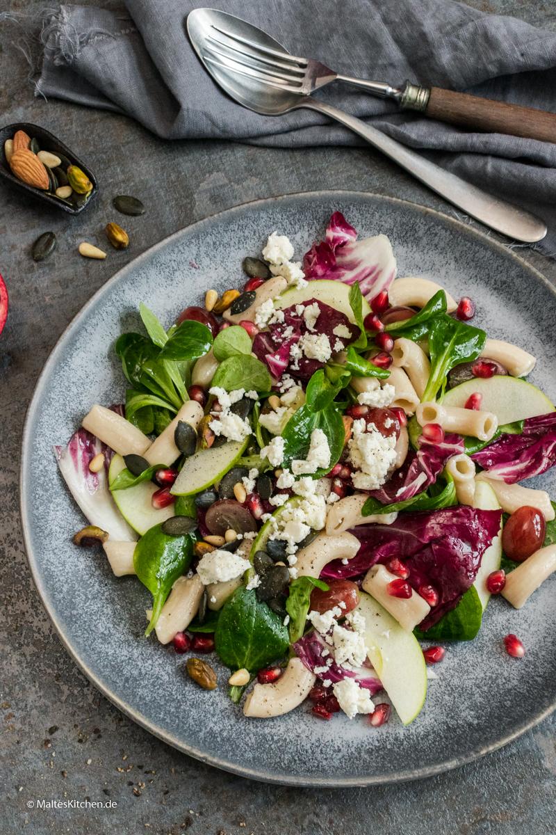 Winterlicher Nudelsalat mit Radicchio und Äpfeln