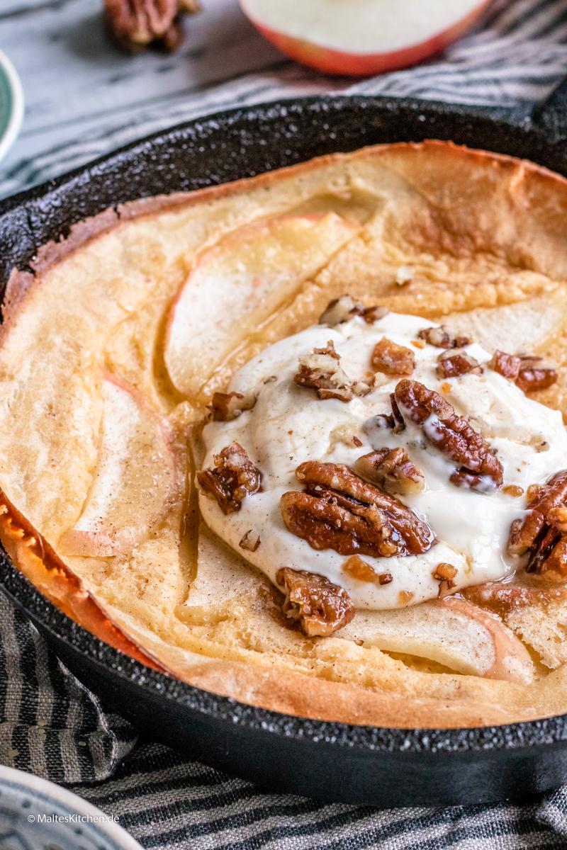 Super leckerer Pfannkuchen mit Äpfeln aus dem Ofen