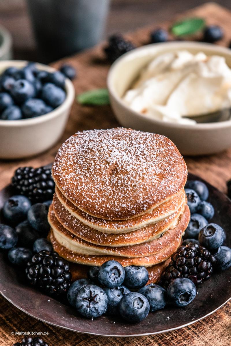 Fluffige Pancakes mit Mascarpone-Sahne