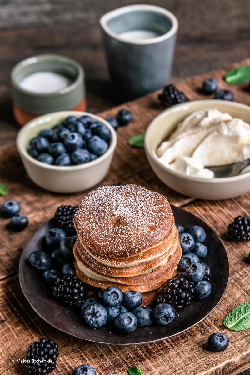 Fluffige Pancakes mit Blaubeeren