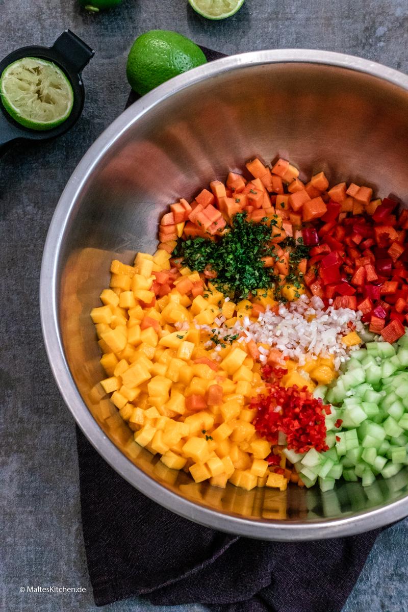 Frische Salsa mit Mango und Papaya