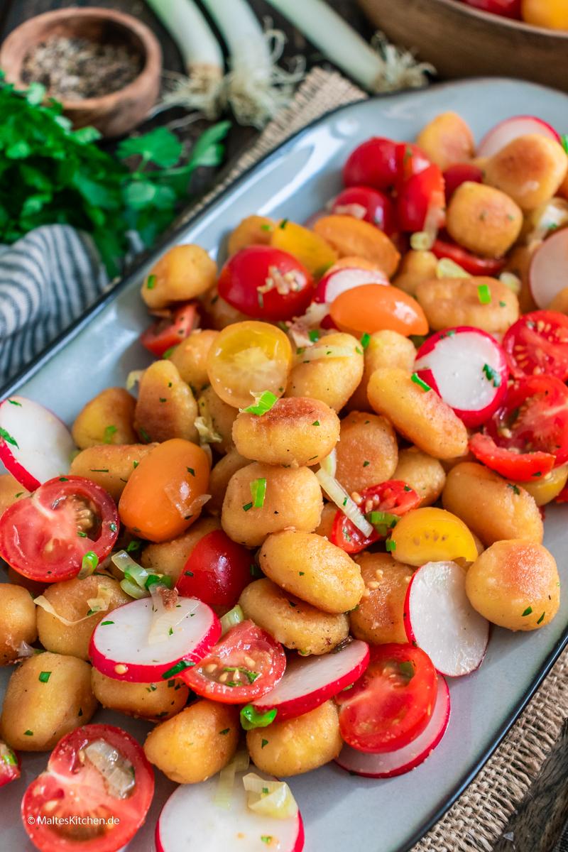 Knusprige Gnocchi mit Tomaten und Radieschen