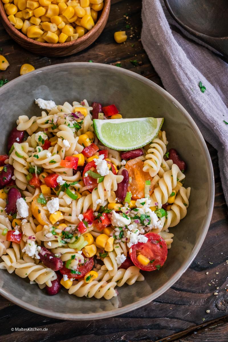 Grillsalat mit Kitneybohnen, Mais und Paprika