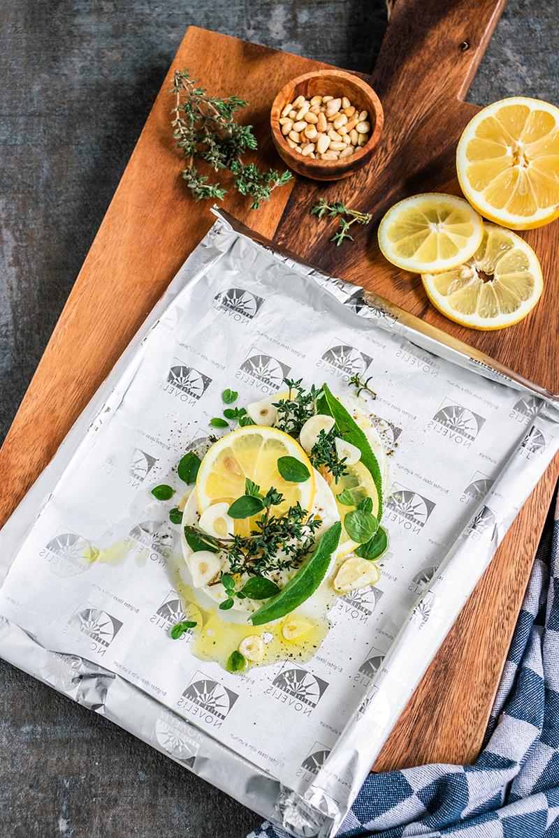 Feta-Päckchen mit Zitronen und Kräutern.