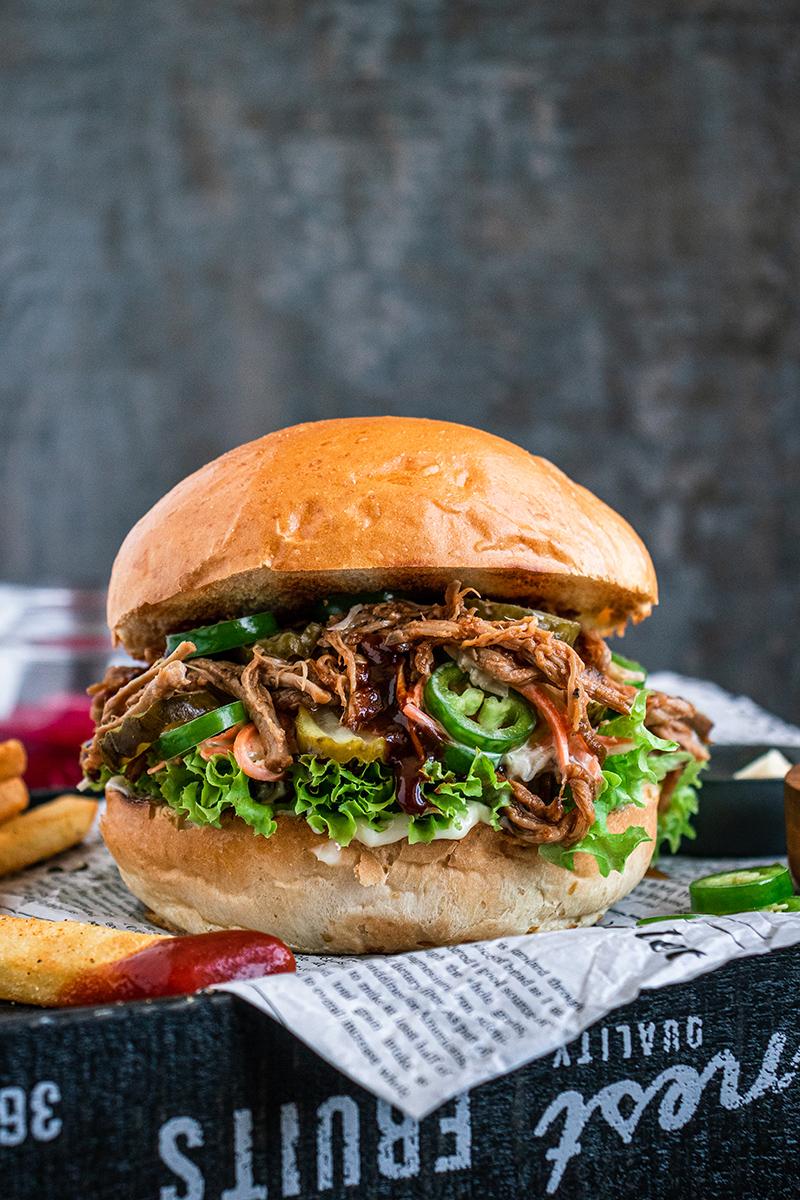 Pulled Pork Burger mit Würzsauce