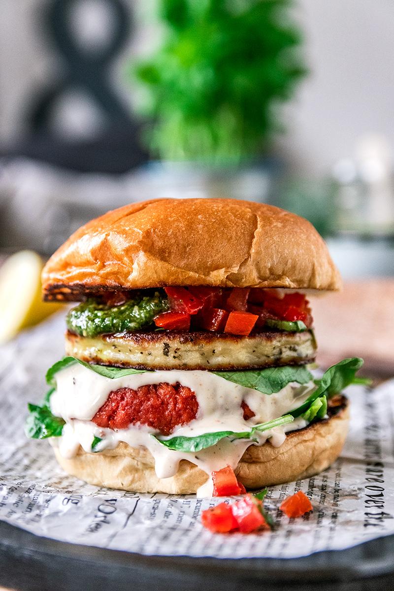 Leckerer vegetarischer Burger mit Grillkäse