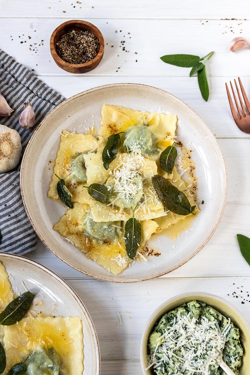 Selbstgemachte Ravioli mit Kartoffel-Spinat-Füllung.