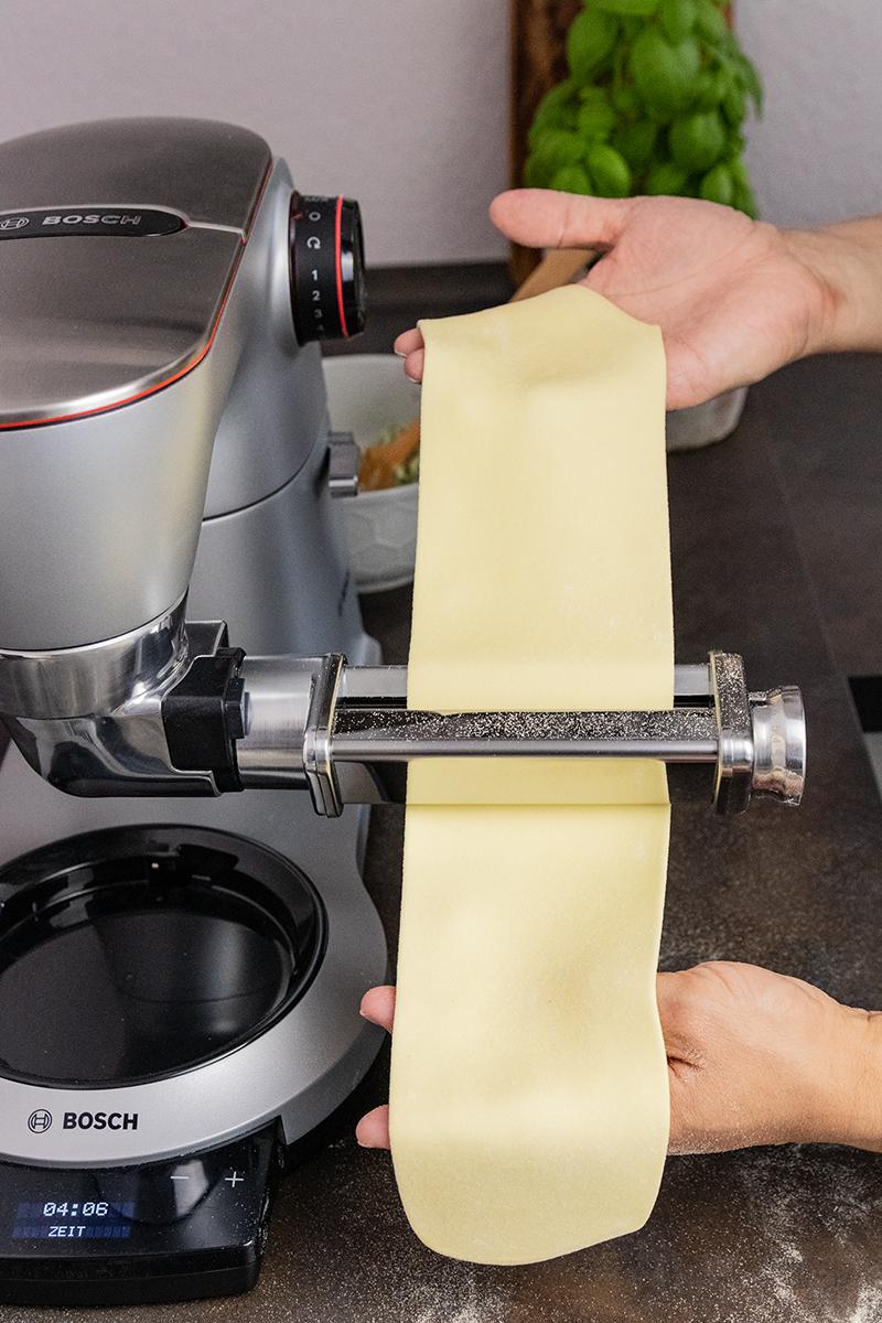 Pasta zubereiten mit dem Pastaaufsatz der Bosch OptiMUM.