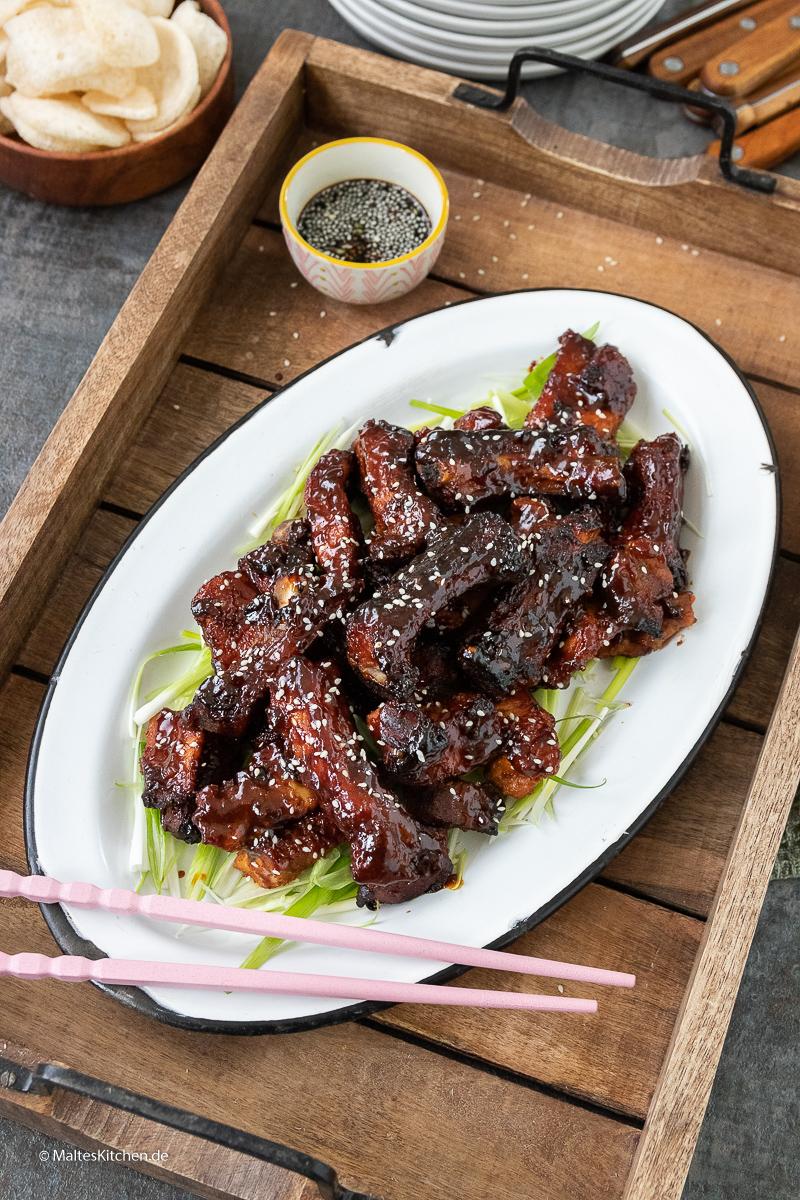 Leckere BBQ Rippchen mit chinesischer Hoisin-Sauce.