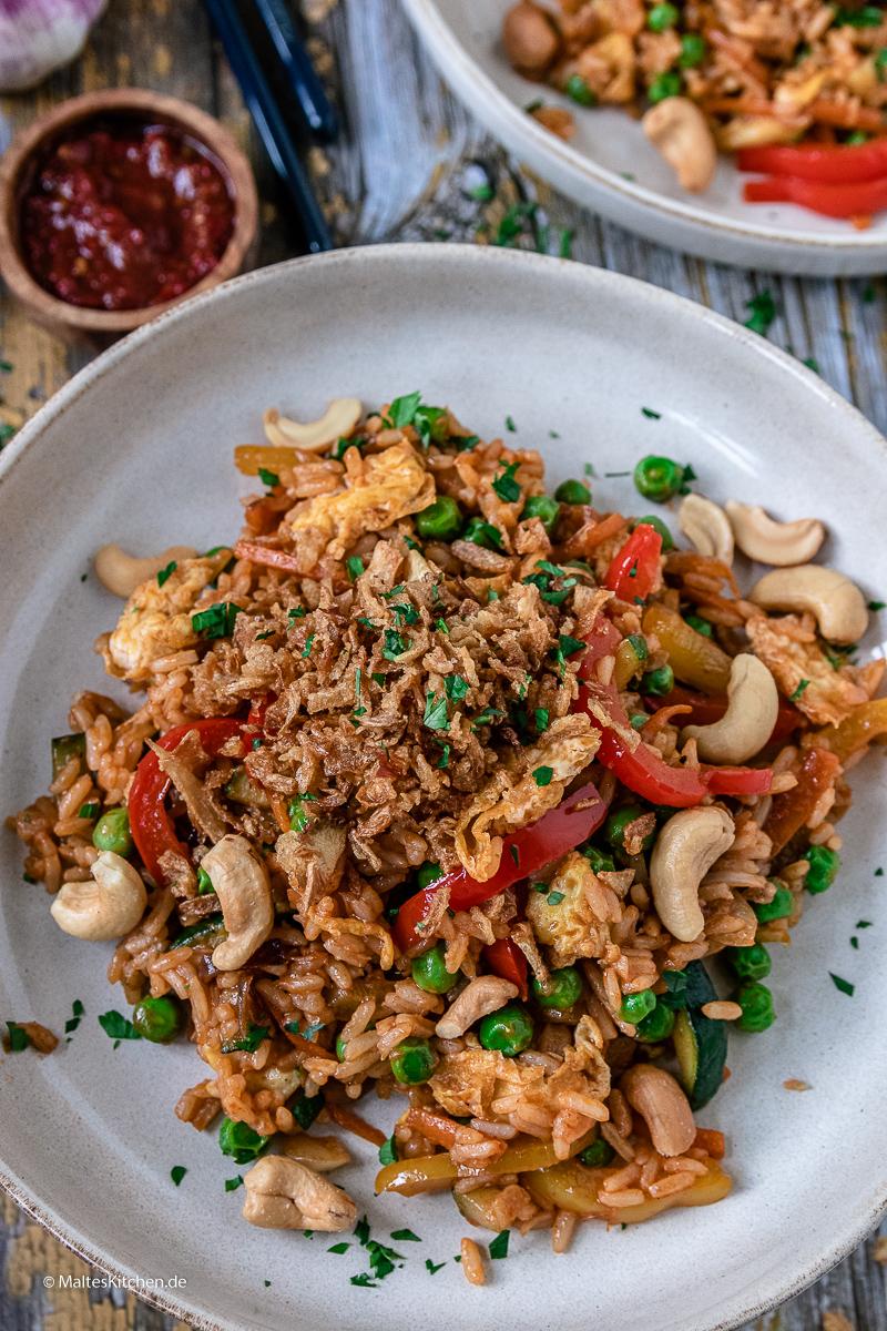 Lecker und schnell gekocht - vegetarisches Nasi Goreng.