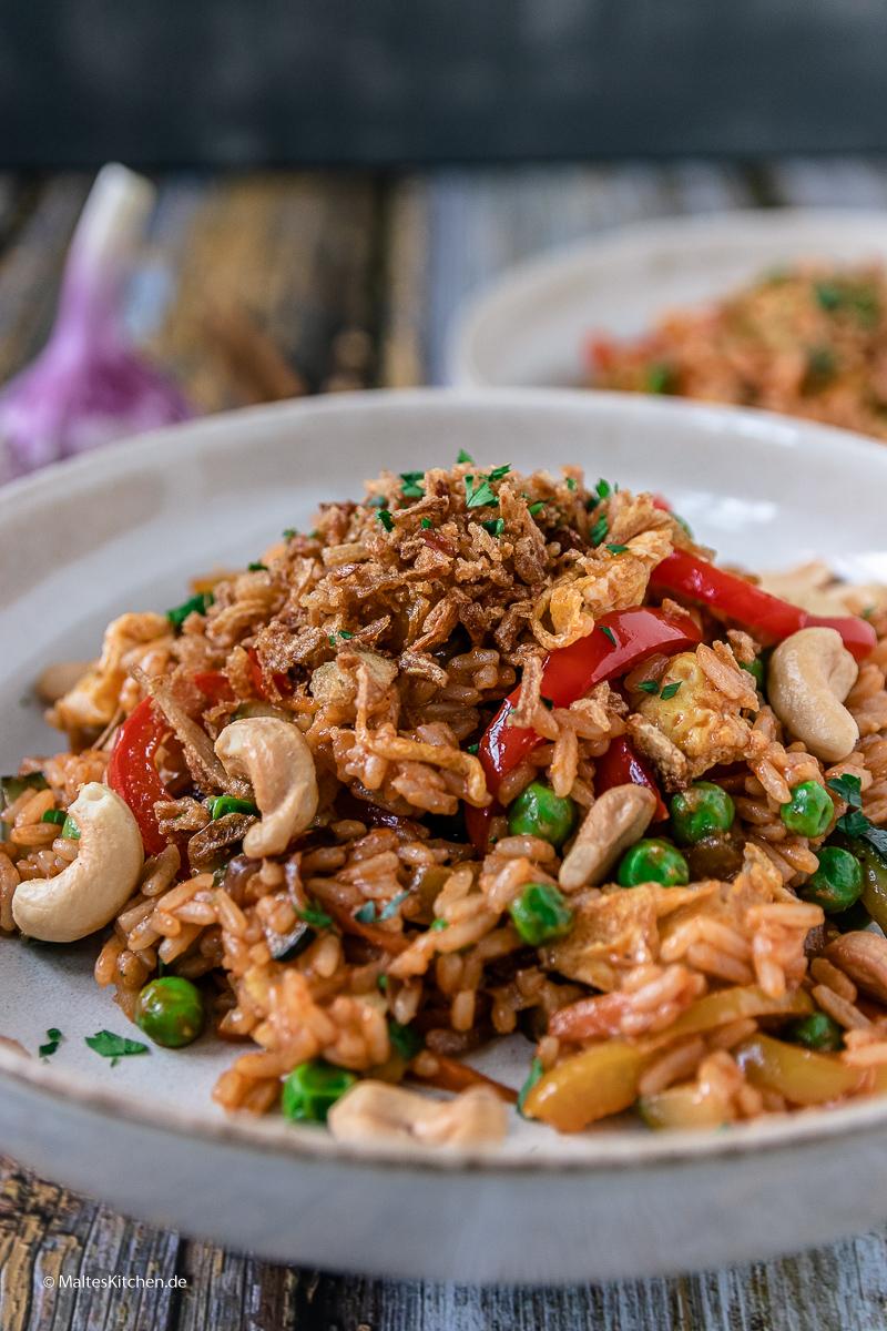 Vegetarisches Reisgericht Nasi Goreng.