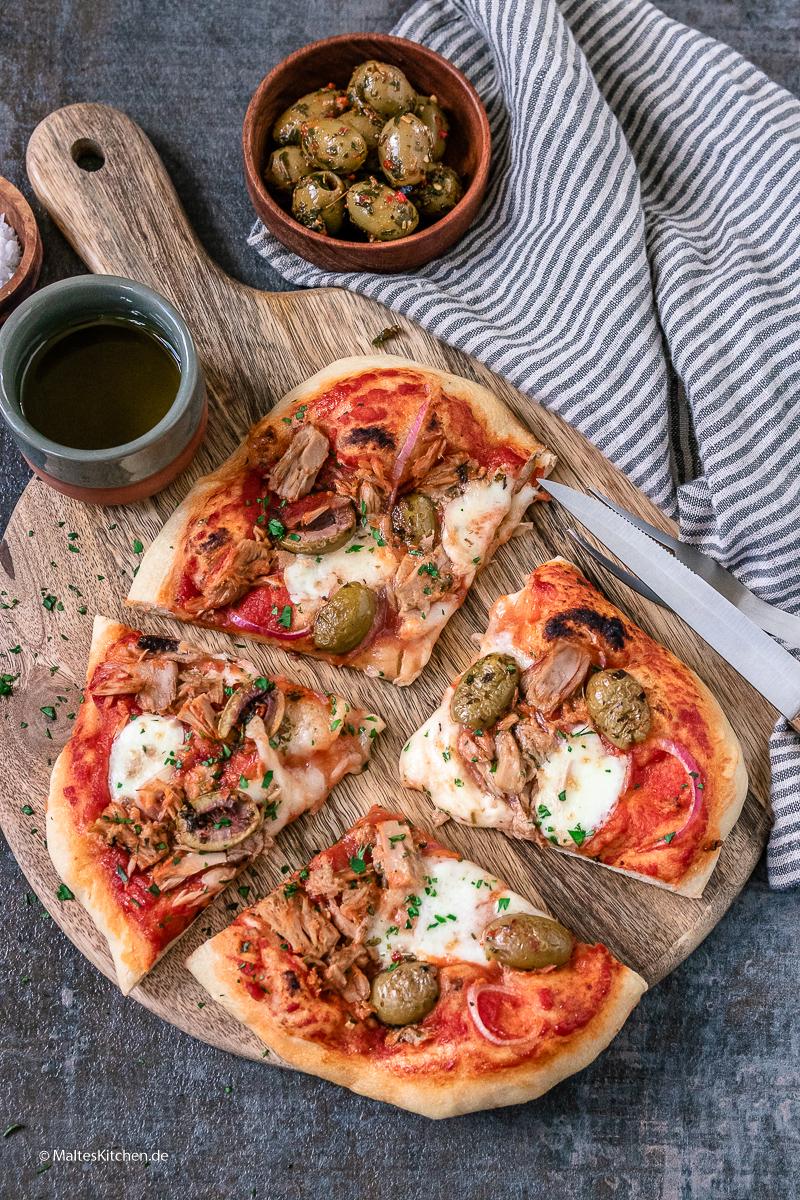 Pizza Tonno selbstgemacht.