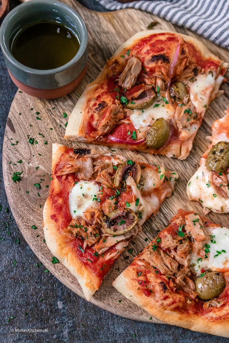 Leckere Pizza mit Thunfisch selbstgemacht.