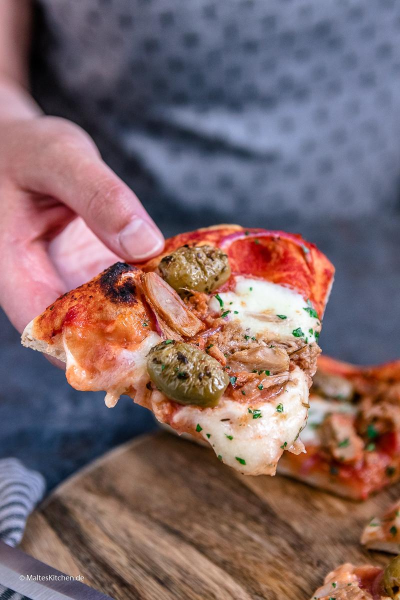 Super lecker - Pizza Tonno mit Thunfisch.