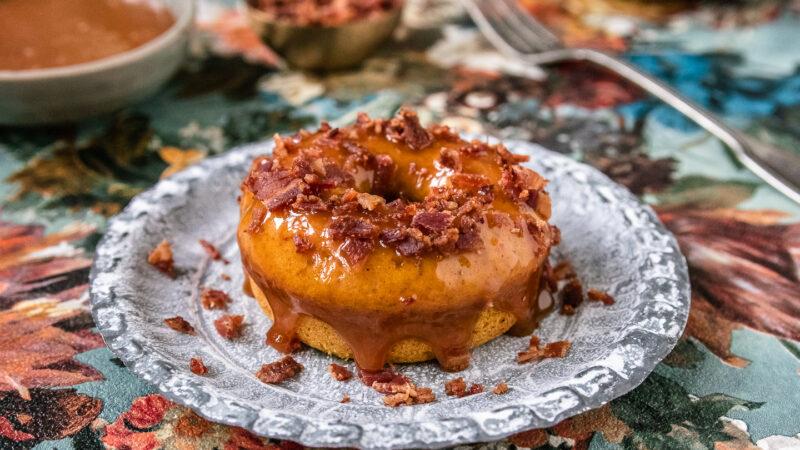 Rezept Kürbis-Donuts mit Karamell und Bacon