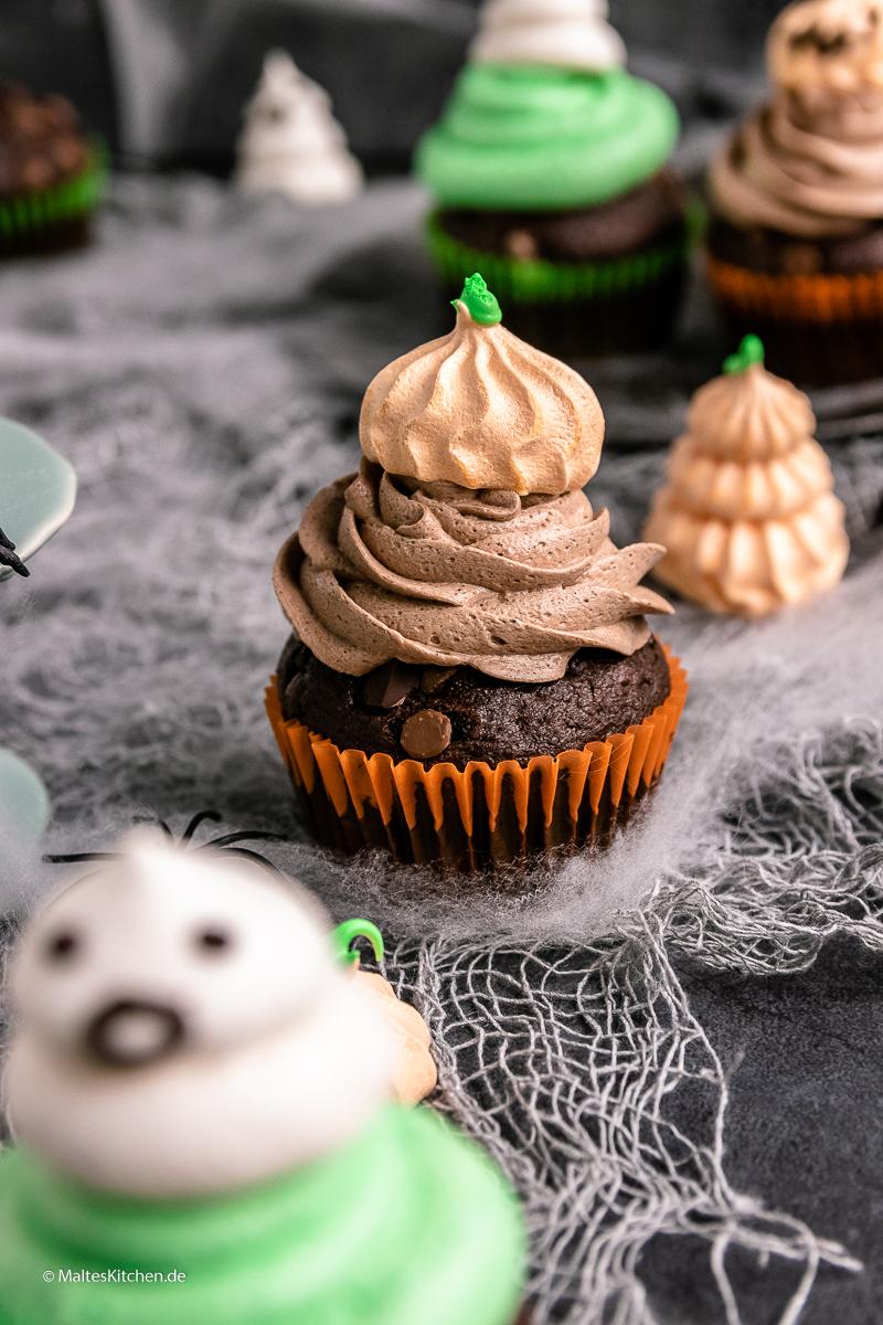 Süß, lecker und schön - Double Chocolade Muffins mit Creme und Baiser.