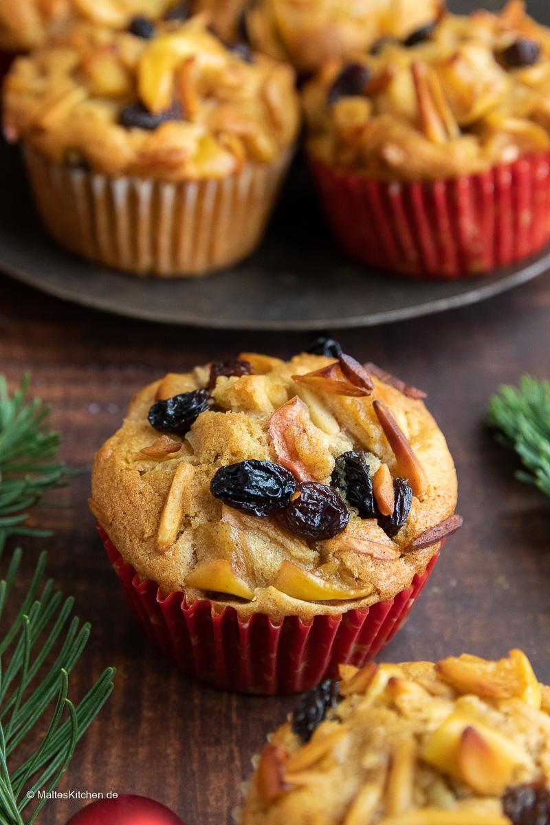 Muffins mit Rosinen und Äpfeln.