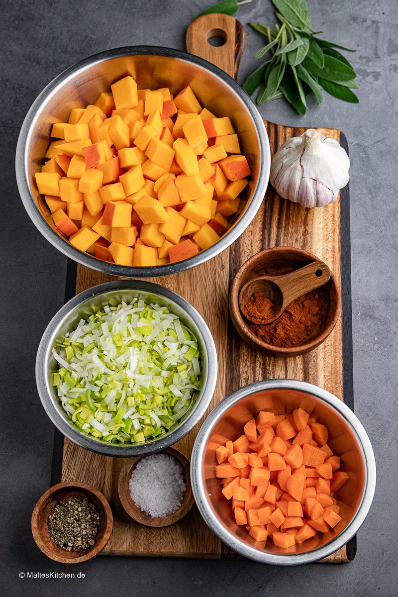 Das Gemüse für die Kürbissuppe.