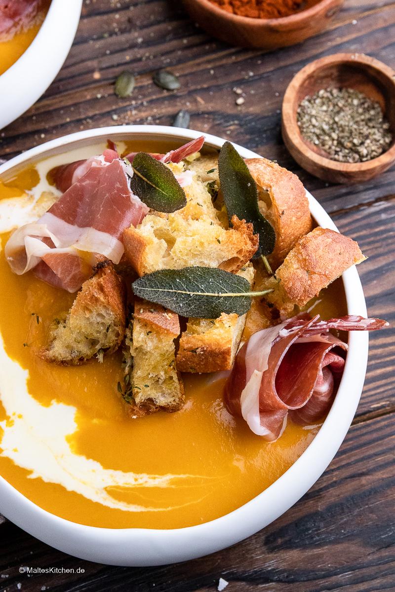 Cremige Suppe, knusprige Croutons und Weltklasse Schinken.