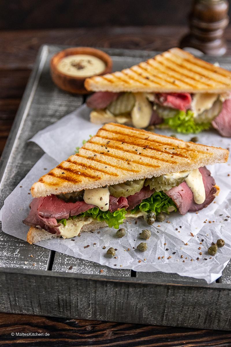 Saftiges Roastbeef-Sandwich mit cremiger Mayonnaise.