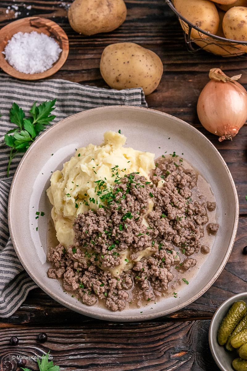 Gehacktesstippe mit Kartoffelbrei.