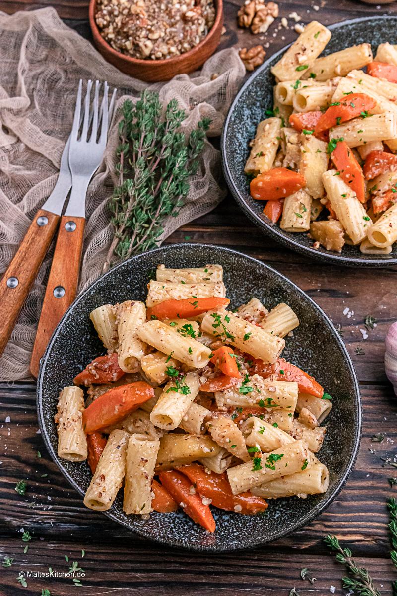 Pasta mit Pfannengemüse und Walnusspesto