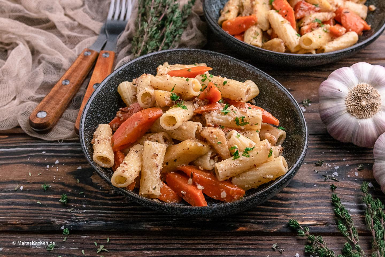 Rezept herbstliche Pasta mit Pfannengemüse und Walnusspesto
