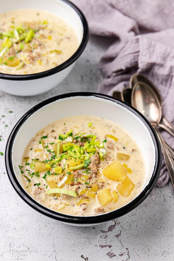 Käse-Lauch-Suppe mit Hackfleisch.
