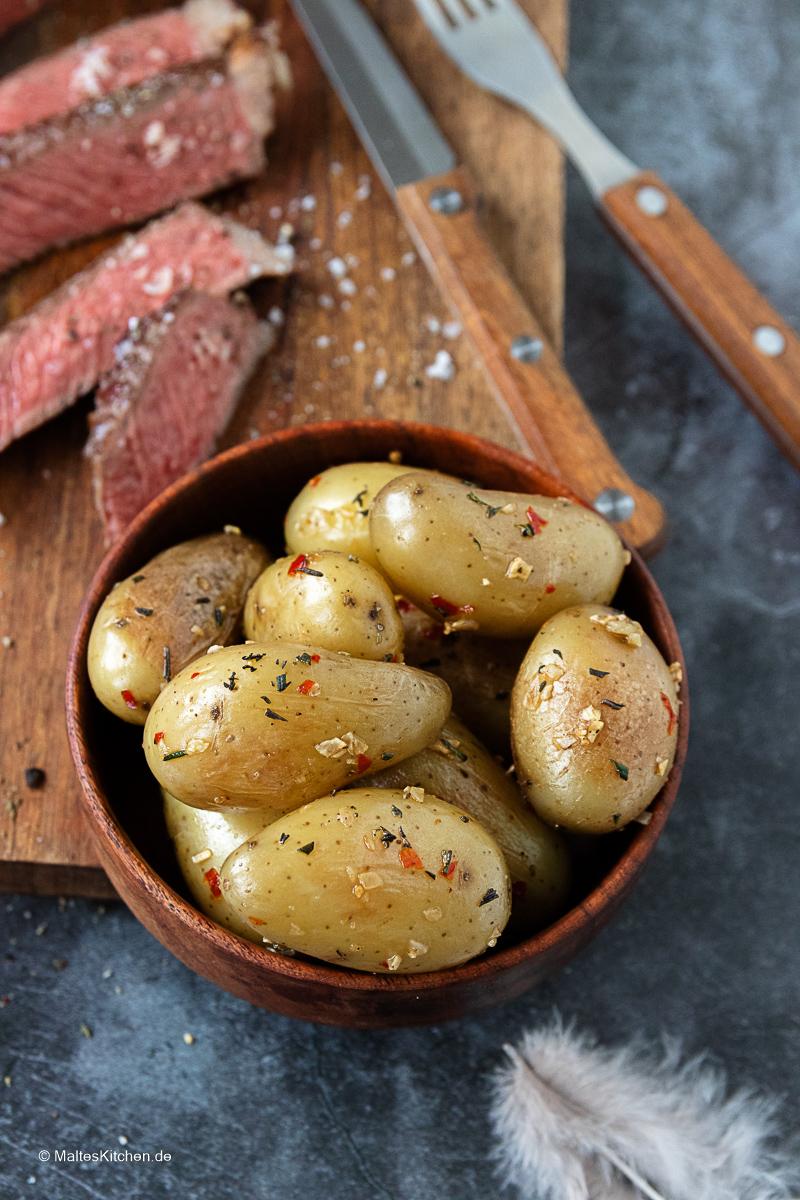 Leckere Knoblauch-Chili-Kartoffeln.